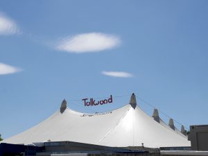 Tollwood-Zelt © Cat with Hats